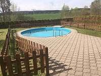 průměr bazénu 5m, oplocen - chalupa k pronájmu Herálec