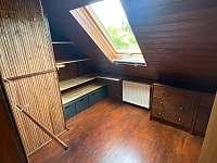 Šatna v podkroví - chata ubytování Třebíč