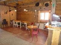 Posezení v klubovně - apartmán k pronajmutí Rybníček u Pelhřimova