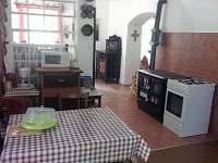 Kuchyň - chalupa k pronajmutí Útěchovice u Hořepníka