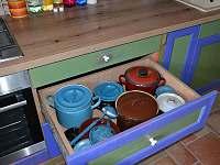 80 let staré nádobí - Meziklasí