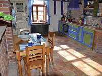 Kuchyň - chalupa k pronajmutí Meziklasí
