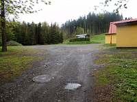 příjezd na parkoviště - chata k pronájmu Polička