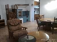 Obývací pokoj s kuchyňským koutem a jídelnou