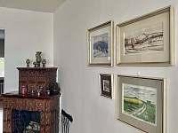 Galerie obrazů v obývacím pokoji - Nové Město na Moravě