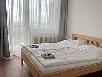 Ložnice s manželskou postelí - rekreační dům k pronajmutí Nové Město na Moravě