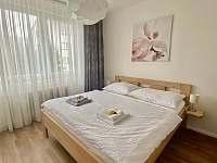 Pokoje jsou zařízeny decentně a moderně - pronájem rekreačního domu Nové Město na Moravě
