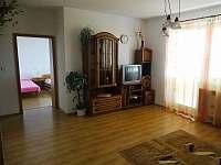 obývací pokoj 1. patro - chalupa k pronajmutí Kamenice nad Lipou