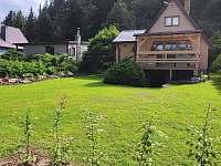 Pohled od ohniště - chata ubytování Polnička