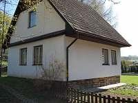 Chalupa Velké Janovice - Pohled od brány