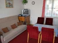 Obývací prostor s televizí