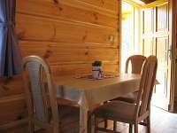 Jídelní stůl - chata ubytování Kramolín