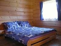 Ložnice - manželské lůžko - chata k pronajmutí Kramolín