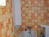 koupelna NP1 - chalupa k pronájmu Dlouhé