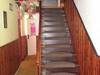 schody do druhého patra + chodba