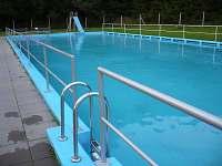 Bazén 30 x 10 metrů ( 734 m3 ) v Rožné ( 3km ) - pronájem chalupy Věžná