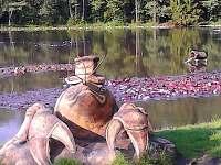 V okolí najdete sochy Olšiaka