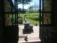 Stodola-pohled do zahrady