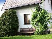 Chata u Telče - posezení a relaxace u chaty - k pronájmu Urbanov