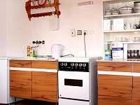 Kuchyňská linka v přízemí - pronájem chaty Urbanov