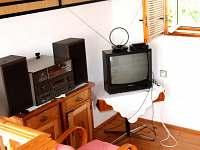 Pokoj v prvním patře - TV, gramofon + staré desky