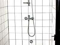 V suterénu sprchový kout - Urbanov