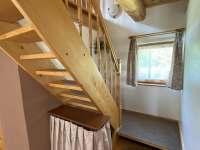 Schodiště do podkroví - pronájem chaty Kramolín