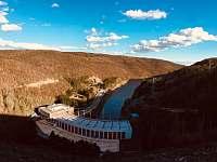 Vodní elektrárna Dalešice - pronájem chaty Kramolín