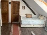 ložnice průchozí 2 rozkládací lůžka - pronájem chalupy Staré Bříště - Vlčí Hory