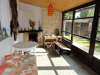 Obytná veranda s krbem