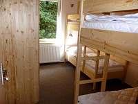 Ložnice se dvěma patrovými postelemi - chata ubytování Tři Studně