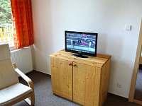 Obývák - LCD TV - pronájem chaty Tři Studně
