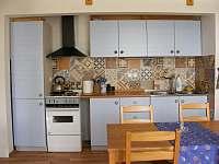 Kuchyň - chalupa k pronajmutí Rozsochatec
