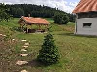 posezení s grilem - ubytování Jimramovské Paseky