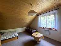5-ti lůžkový pokoj v podkroví - chata k pronájmu Kramolín