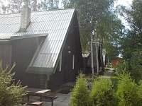 chata - pohled z příchozí cesty