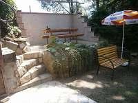 venkovní posezení - chata k pronajmutí Opatov