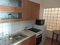 kuchyně - chalupa k pronájmu Řeženčice