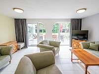 Spodní pokoj s obývákem - Štoky