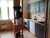 Kuchyň - apartmán 1 - chalupa k pronájmu Hroznětice