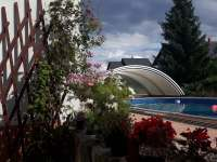 U bazénu... - apartmán k pronájmu Holetín u Hlinska