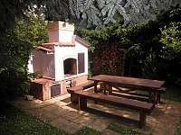 Venkovní krb - chata k pronájmu Škrdlovice - Velké Dářko