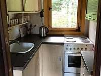 Kuchyň vybavená pro kuchtíky a kuchtičky - chata ubytování Vaneč