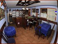 menší místnost s barem a pípou - pronájem chalupy Veselý Kopec