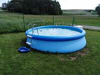 bazén na zahradě - chata ubytování Slavětín