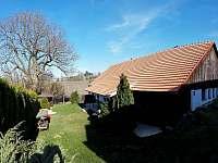 Chalupa Veselka - Zahrada před chalupou - k pronajmutí Kněževes - Veselka