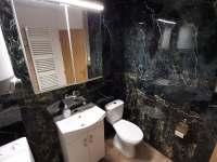 Ap.č.1 nová koupelna obložená mramorem se zlatými doplňky. - chalupa k pronajmutí Maksičky