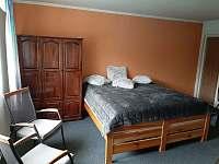 Apartmán č.2 Ložnice s krbem a satelitni televizí 108 cm. - Maksičky
