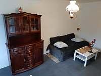 Apartmán č.2 nový kvalitni rozkládací gauč v ložnici pro 2 oddělená lůžka. - chalupa k pronájmu Maksičky