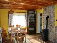 Společenská místnost - chata ubytování Popelištná